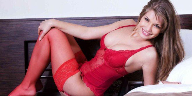 Donna in guepiere e autoreggenti rosse con doppio pizzo - copertina racconto erotico